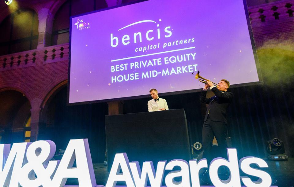 Award Show DJ + Trompet op podium