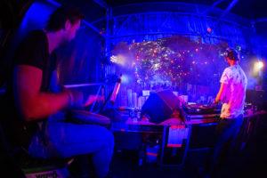 B-BE DJ met percussionist