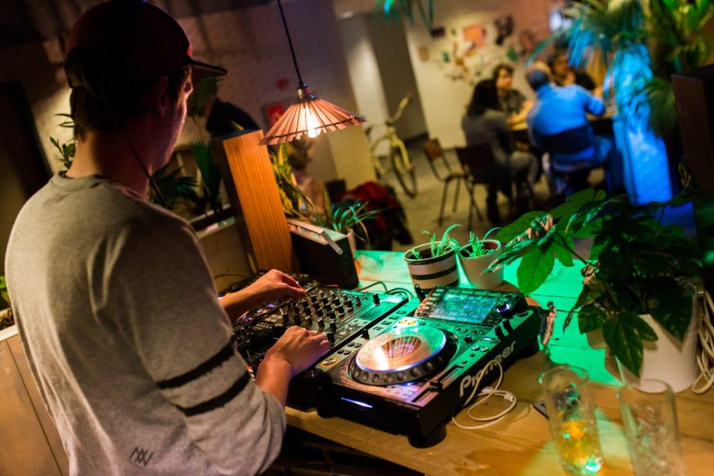 DJ voor Borrel