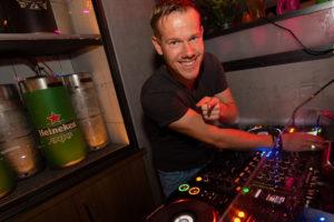 B-BE Bar dancing DJ