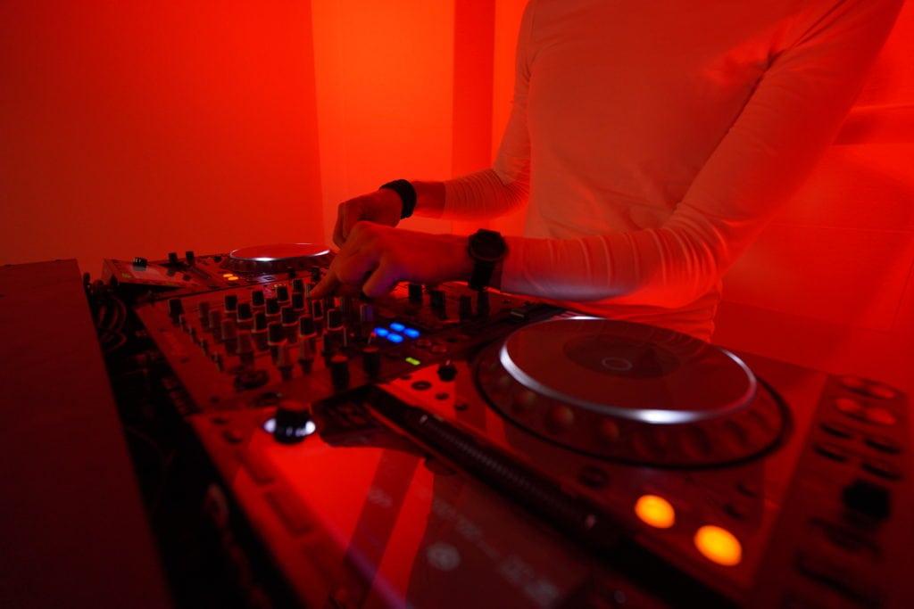 Red Room CS DJ Hands