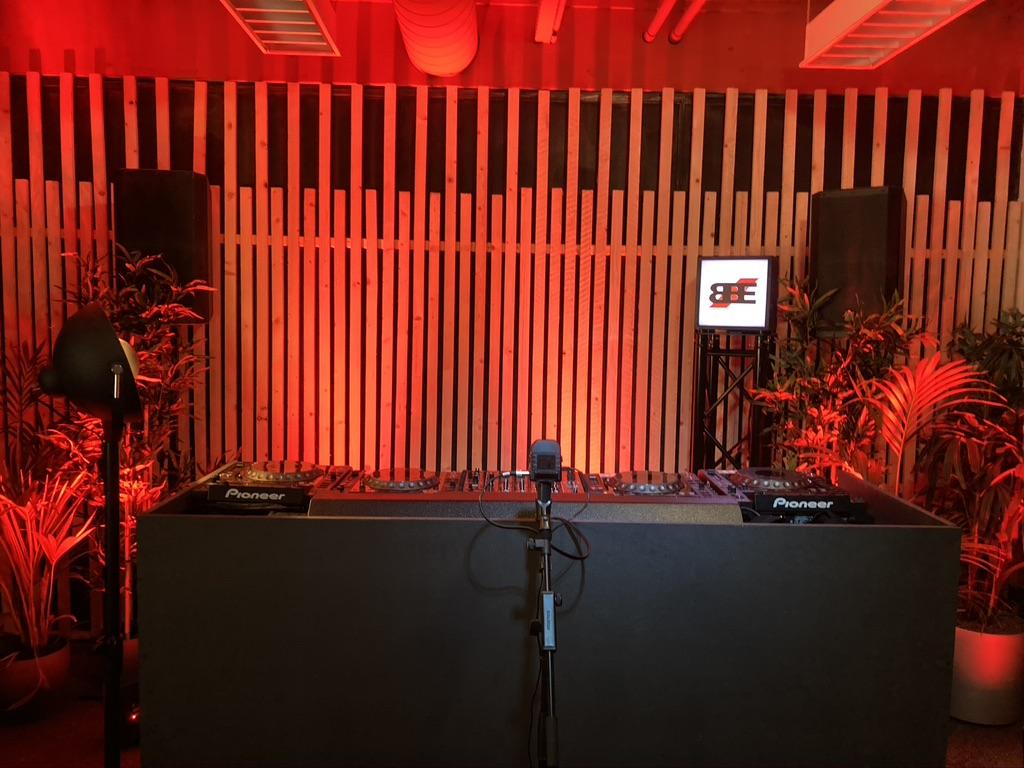 B-BE Studio red