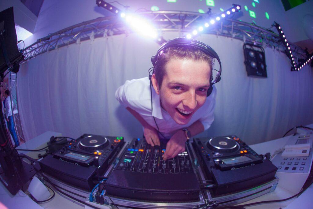 Artiestenbureau B-BE DJ jochen