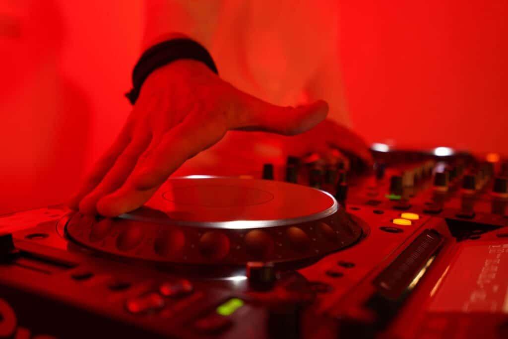 B-BE Dj Huren B-BE DJ Boeken